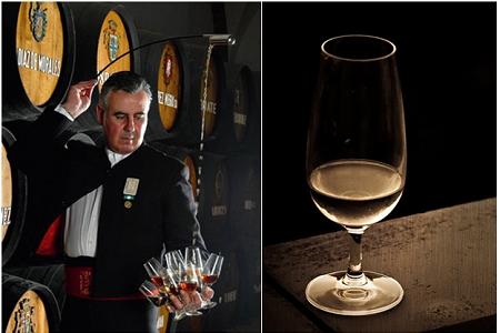 En venenciador häller upp vin från vintunna