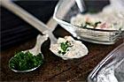 Enkel grönsaksraita, indisk yoghurtsås - recept
