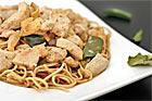 Paneng Gai, thailändsk currykyckling med nudlar - recept