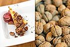 Bluecheesecake med pepparkaka, druvsallad samt balsamicoglaserade valnötter - recept