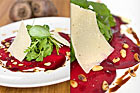 Rödbetscarpaccio med rostade pinjenötter, parmesan samt balsamicoglazé (förrätt) - recept