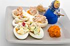 Ägghalvor med het mango- och räkröra (plockmat) - recept