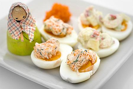 Ägghalvor med romröra (plockmat)