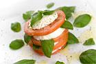Caprese - mozzarella och tomat med basilika (förrätt) - recept