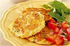Majsplättar med salsa, rucolasallad och parmesanost - recept