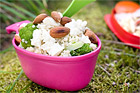 Quinoasallad med rostade mandlar, broccoli och fetaost - recept