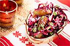 Rödkålssallad med koriander och dadlar - recept
