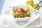 Asiatisk sallad med quorn, quinoa, ingefära och cashewnötter - recept
