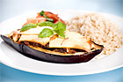 Färsfylld aubergine med oliver, tomater och mynta - recept