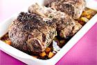Rosmarinbräserad hel lammbog med lägg - recept