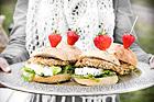 Müslipanerad laxburgare med äppelröra - recept