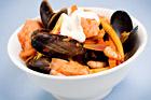 Saffransdoftande skaldjursgryta med lax och rotfrukter - recept
