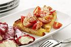 Crostini med körsbärstomater och pesto - recept