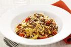 Tagliatelle alla Bolognese - klassisk pasta med köttfärssås från Bologne - recept