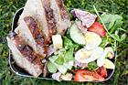 Matig sommarsallad med salami och ost - recept