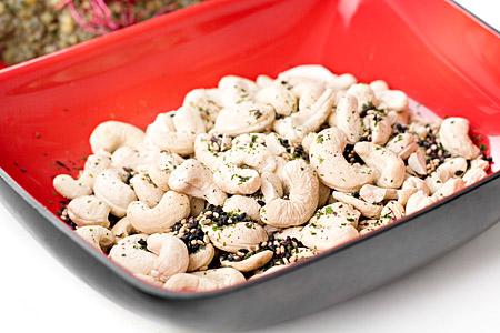 Japanska furikakekryddade cashewnötter rostade i tamarisoja