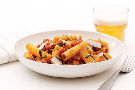 Rigatoni med salsiccia och pecorinoost