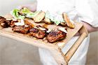 Cajunstekt kycklinglår med caesarpotatis - recept
