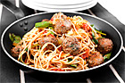 Kryddiga köttbullar med tomat och spaghetti - recept