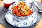 Räkor i röd curry med äpple, kokos och gula russin - recept