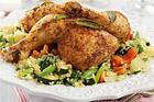 Färgglad cous-coussallad med salviakyckling - recept