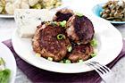 Köttfärsbiffar med grönmögelost - recept