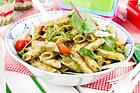 Kall pestopenne med tomat och parmesan - recept