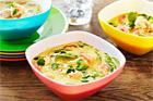 Gröncurry och kokosmjölksoppa med sesammarinerad torsk och räkor - recept