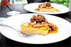Oxsvansragu med tomat, bönor och stekt polenta - recept