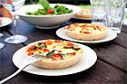 Kycklingpaj med mozzarella och tomat - recept