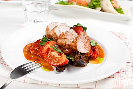 Fläskfilé med aubergine och tomatsalsa