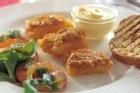 """Lutfisk """"escabeche"""" med örtsallad och rostad aioli - recept"""
