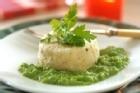 Lätt och luftig lutfiskpudding med sås på gröna ärter - recept