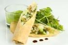 Lutfiskvårrulle med baconnubb, grönärtskräm och örtsallad - recept
