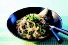 Krämig spagetti med bacon, svartpeppar och citronörter - recept