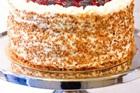 Gräddtårta med bär och nötkrokant - recept