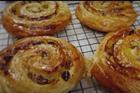 Pain aux raisin et Chausson, russinbullar och tofflor av croissantdeg - recept