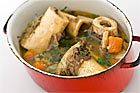 Hemlagad kalvbuljong, kalvfond (ljus köttbuljong) - recept